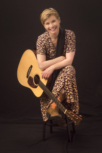 Louise-Mintun-smiling-with-her-guitar